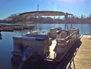original_bridgewater-marina-and-boat-rentals-pontoon-smith-mountain-lake0.png