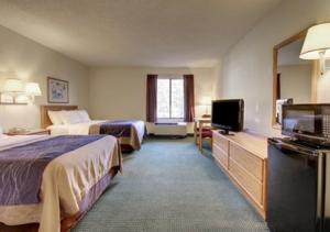 original_comfort-inn-guestroom-rocky-mount0.png